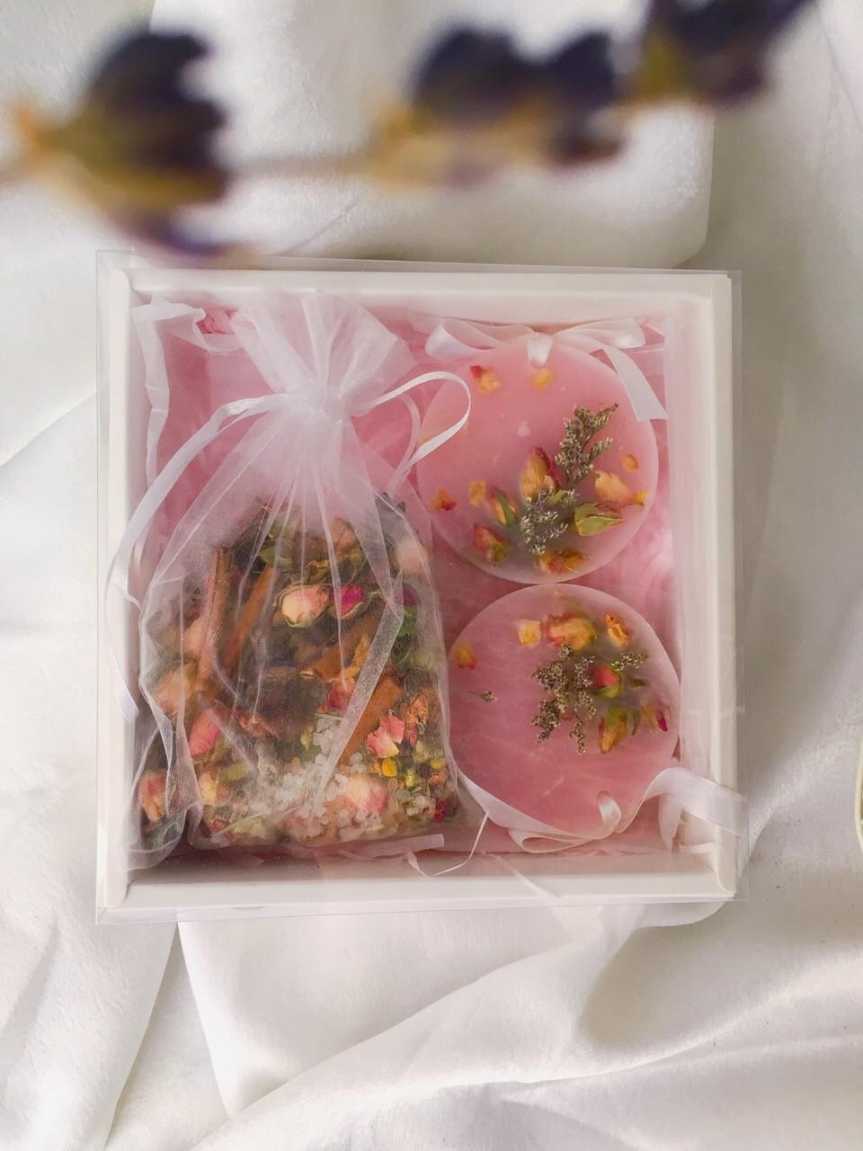 Botanical Gift Box ( Scented Wax & Bath Salt Tea Bag)